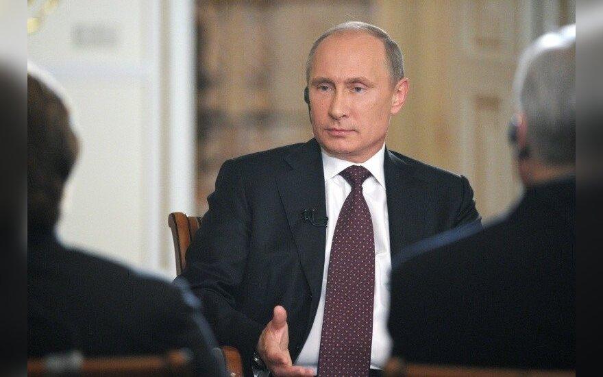 Путину передали две коробки подписей против реформы РАН