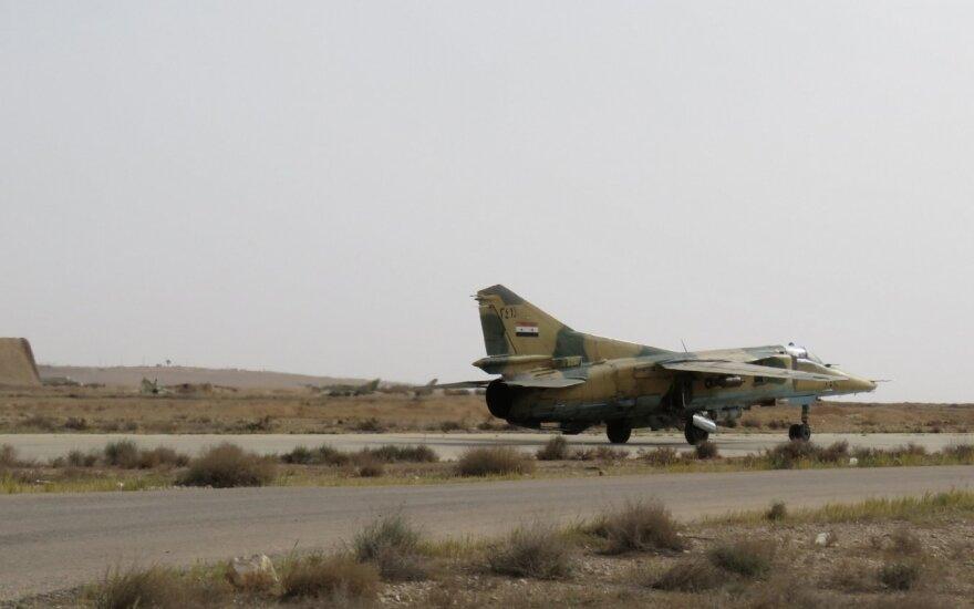 Sirijos lėktuvas kyla nuo Damasko oro uosto