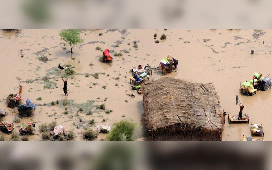 В Пакистане наводнение смыло мечеть вместе с людьми
