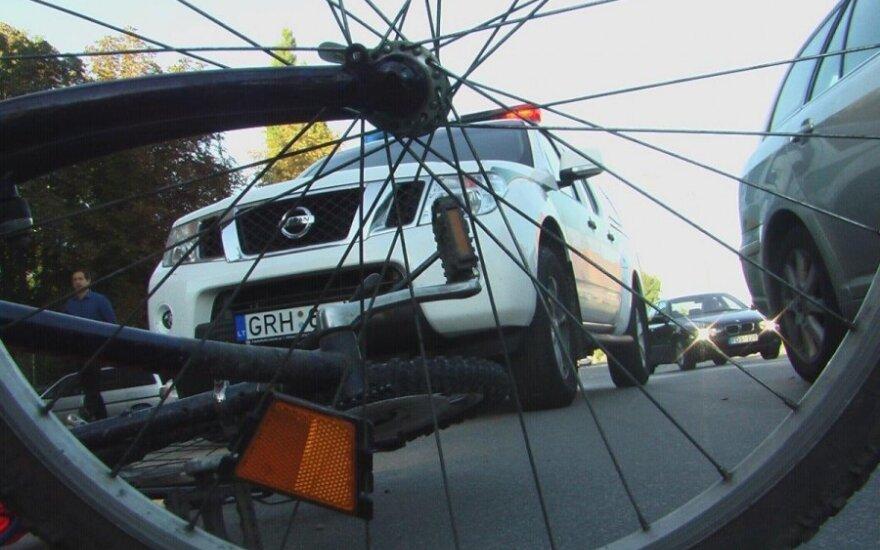 В Паневежисе автомобиль VW Golf насмерть сбил велосипедиста