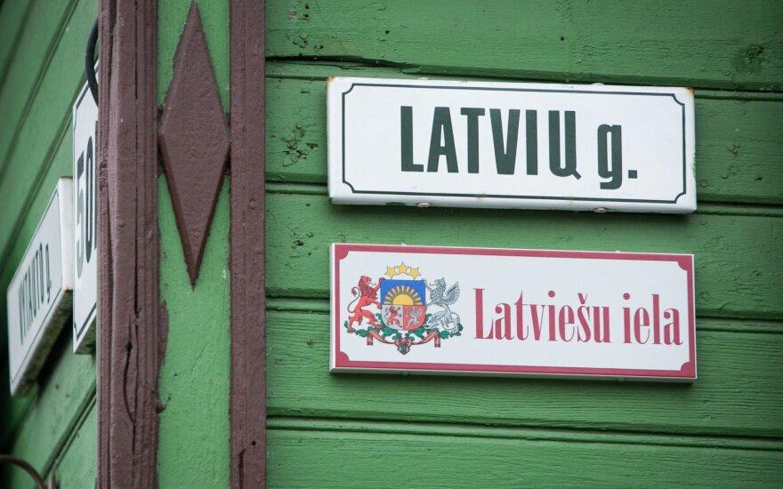 В Вильнюсе появилась табличка с названием улицы на латышском языке