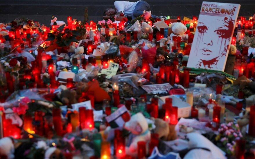 Испанский пловец минуту простоял на старте в память о жертвах теракта в Барселоне
