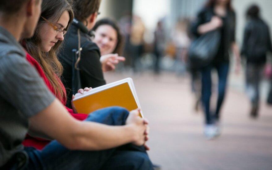 Опрос: эмигрировать из России хотели бы 45% студентов
