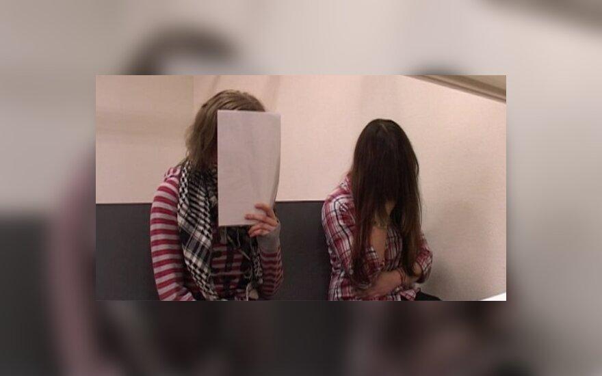 už gimnazistės nužudymą teisiamos Viktorija Vaitiekaitytė ir Viktorija Lietuvninkaitė