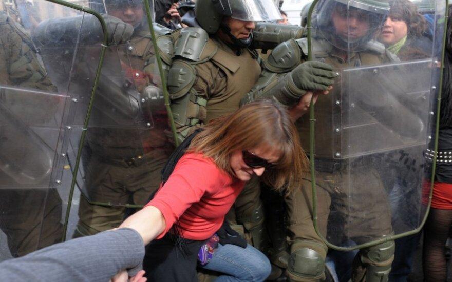 В Чили полиция использовала слезоточивый газ против студентов