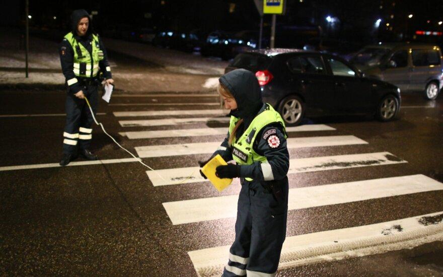 В Вильнюсе автомобиль BMW сбил девушку