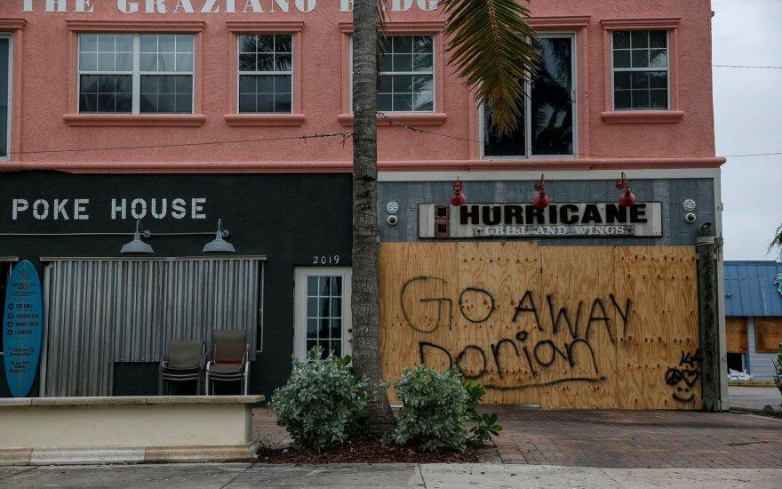 """ФОТО: Число жертв урагана """"Дориан"""" на Багамах выросло до семи, дома на островах разрушены и затоплены"""