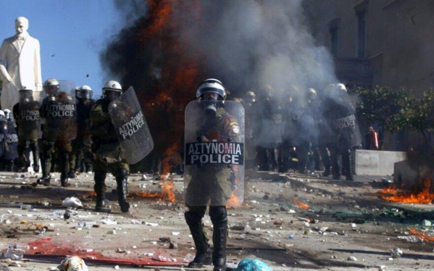Graikijoje policijos pajėgos susirėmė su protestuotojais