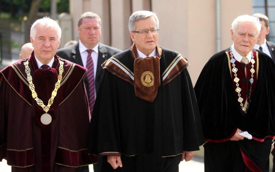 Bronisław Komorowski doktorem honoris causa Uniwersytetu Witolda Wielkiego