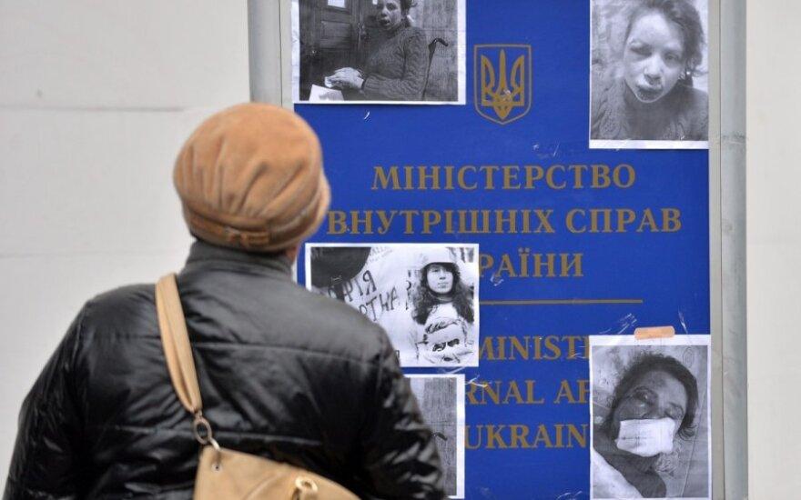 Ukrainoje užpulta apie valdančiųjų korupciją rašanti žurnalistė, tai sustiprino protestus
