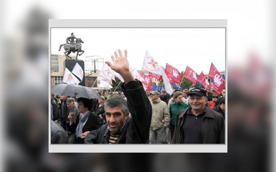 Оппозиция отложила свержение Саакашвили