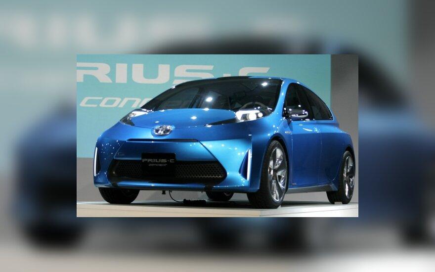 Среди Toyota Prius появился маленький хэтчбек