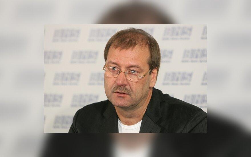 ЕП рассмотрит вопрос неприкосновенности В.Успасских не раньше сентября