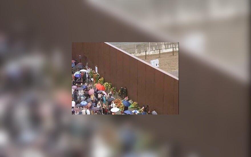 Разрушившему Берлинскую стену пикнику — 20 лет