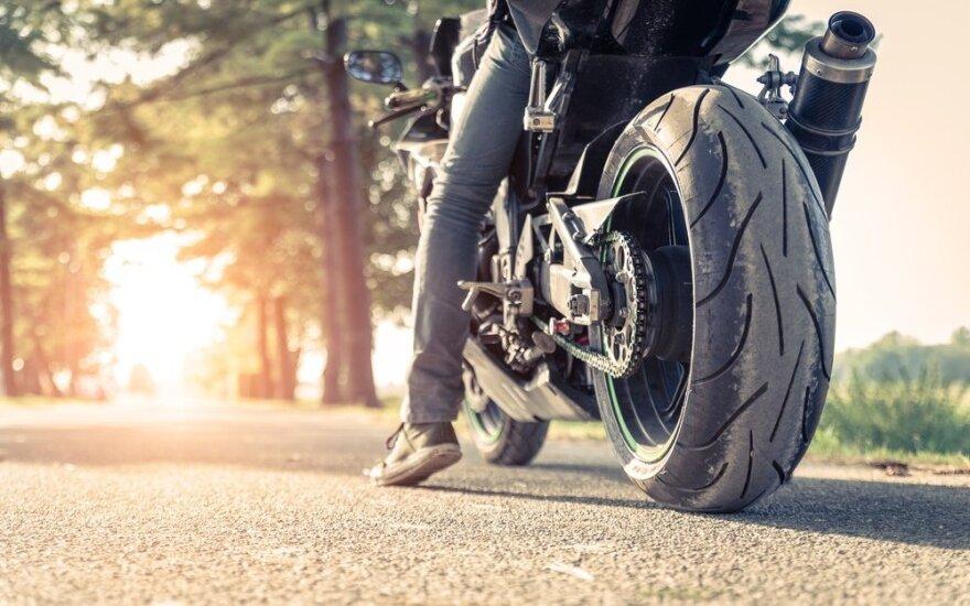 Преследование мотоциклиста в Юрбаркском районе: им оказался полицейский