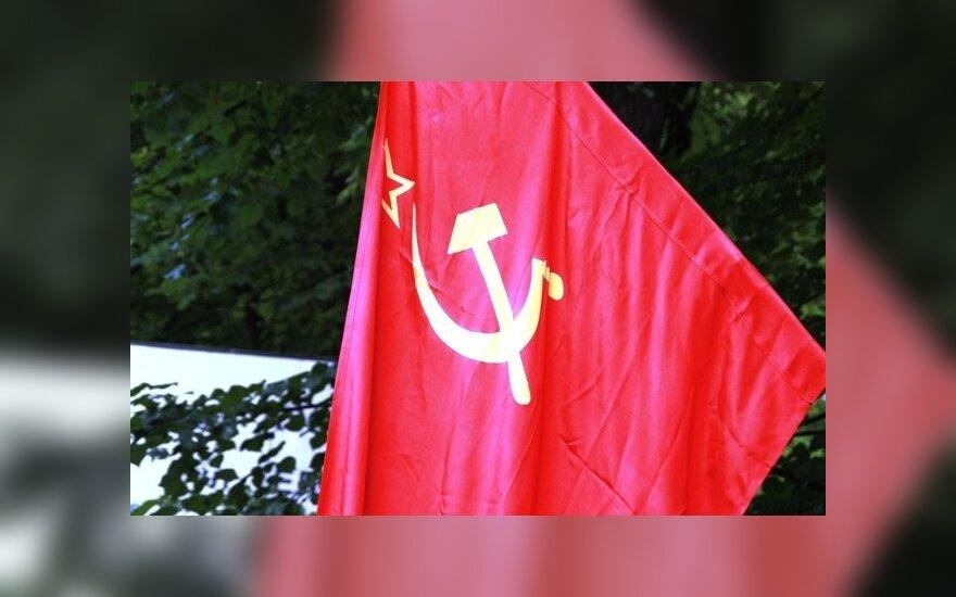 Во Львове временно отменен запрет на красные флаги