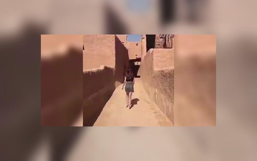 Саудовская модель арестована за прогулку в короткой юбке