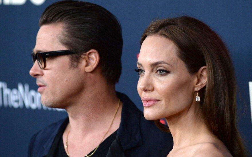 Анджелина Джоли и Брэд Питт отмечают вторую годовщину свадьбы