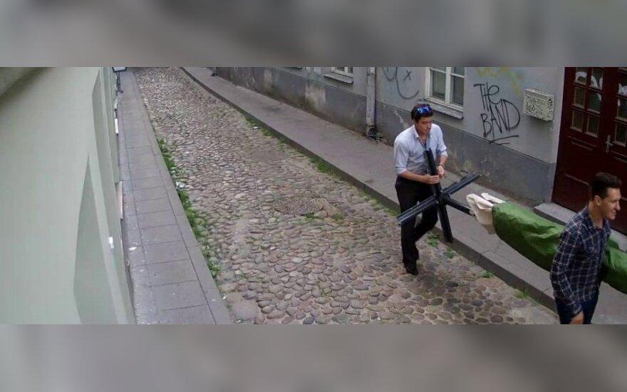 Полиция просит опознать подозреваемых в краже из кафе Kuku Muku