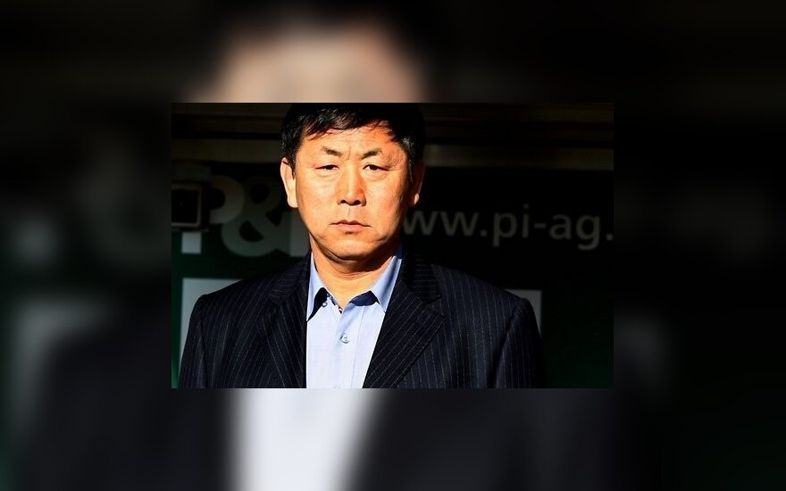 Тренера сборной КНДР по футболу приговорили к исправительным работам