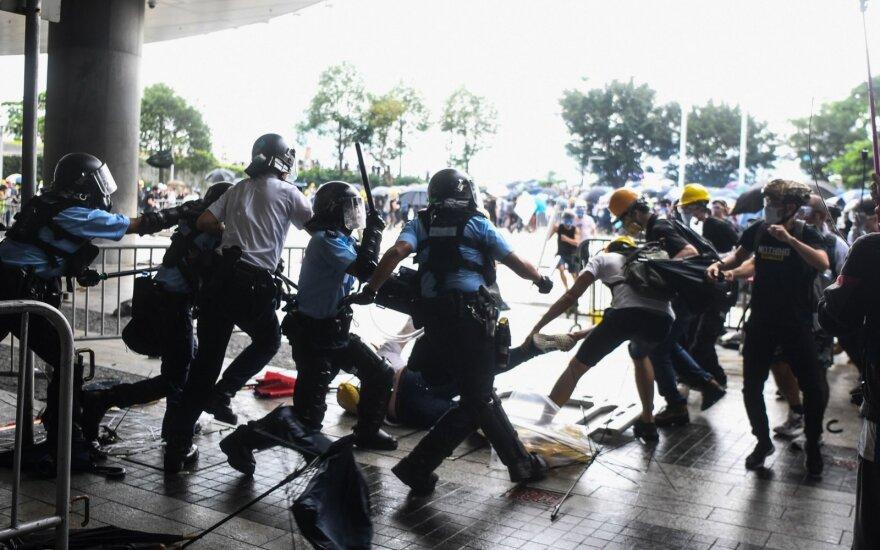 Honkongo protestai prieš ekstradicijos įstatymą intensyvėja