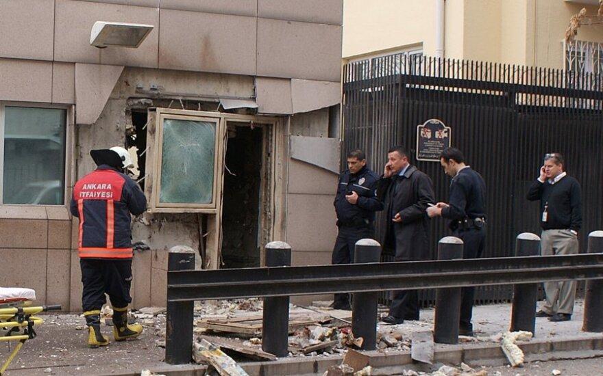 При взрыве в Анкаре погиб охранник посольства США