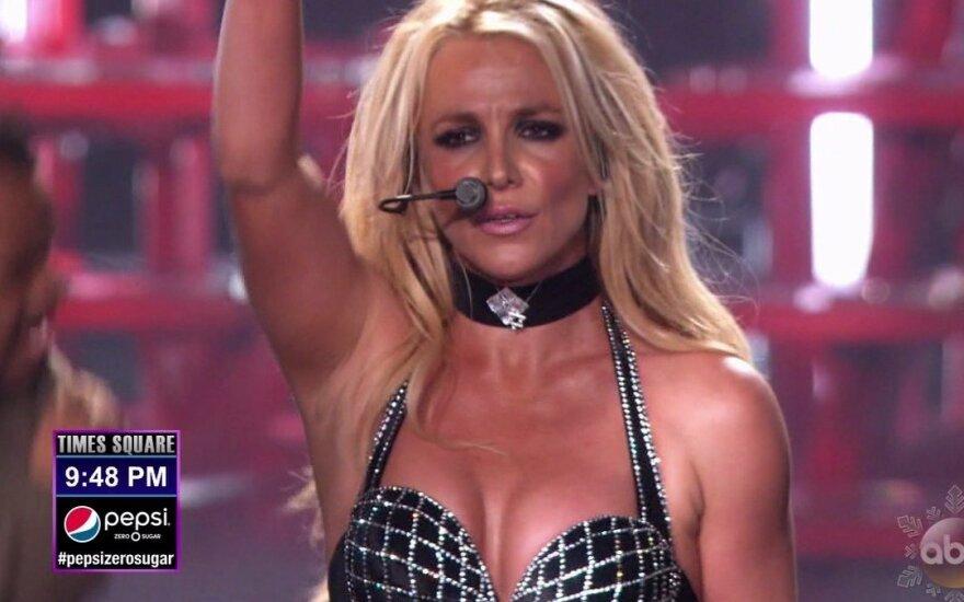 Суд обязал Бритни Спирс платить алименты на содержание детей