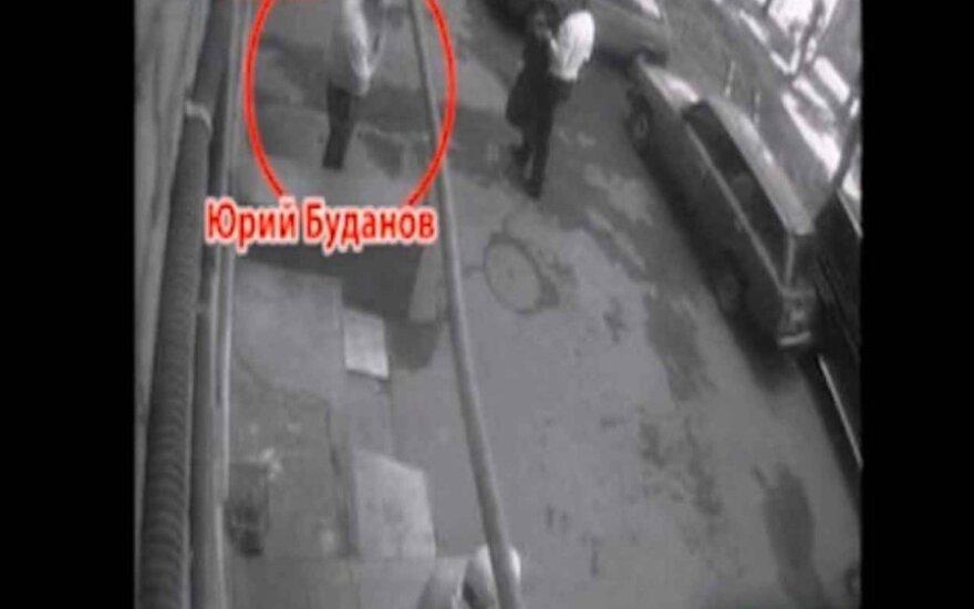 Jurijus Budanovas ir numanomas jo žudikas, lifenews.ru nuotr.