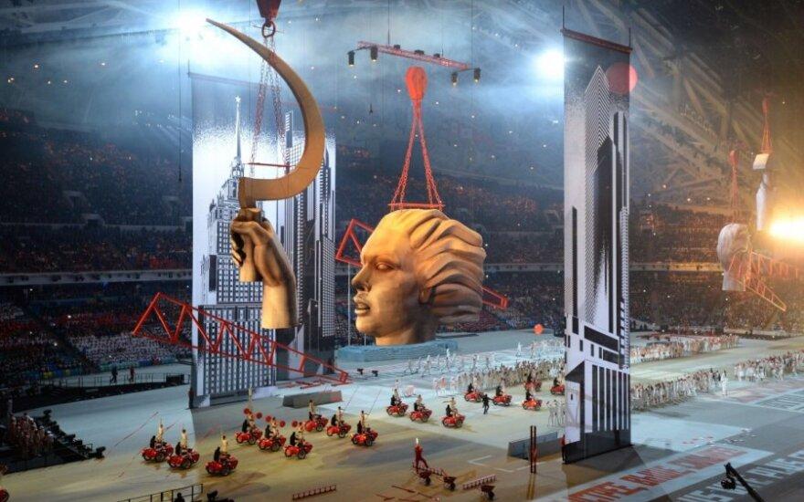 Открытие олимпиады: Россия приветствует мир серпом и молотом