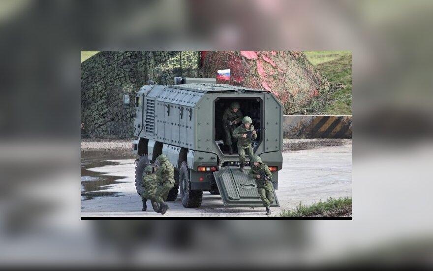 "Рогозин опробовал новую бронемашину ""Тайфун"""