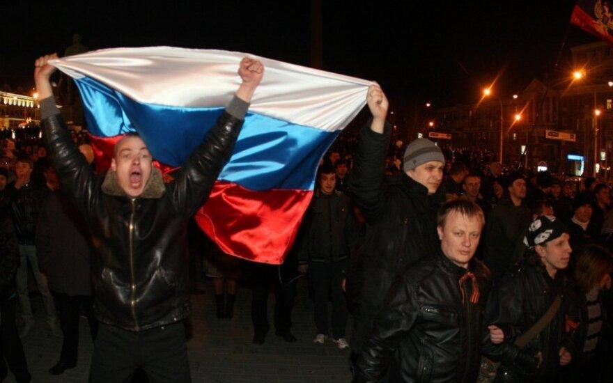 За российский флаг на горсовете Донецка — два года условно