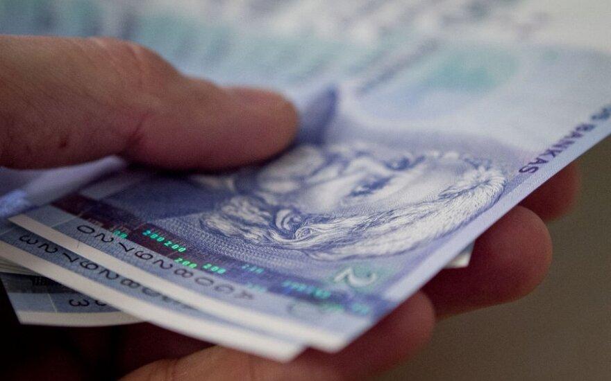 Самая большая средняя зарплата работника предприятия – 38 000 литов