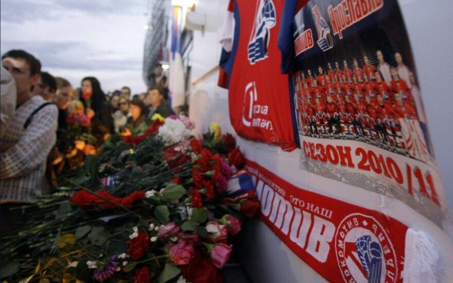 Prie Minsko arenos nešamos gėlės, o Jaroslavlyje skambinama varpais