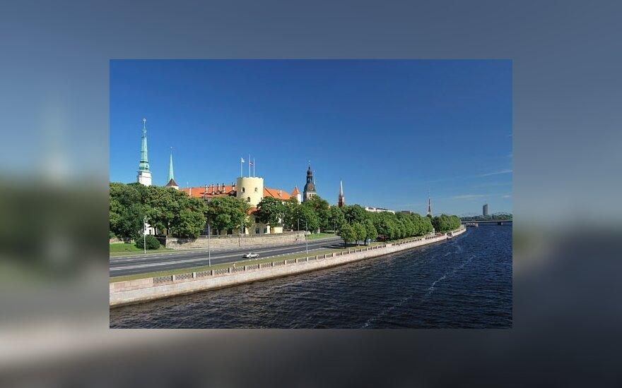 Латыши финансово пострадали от кризиса больших других европейцев