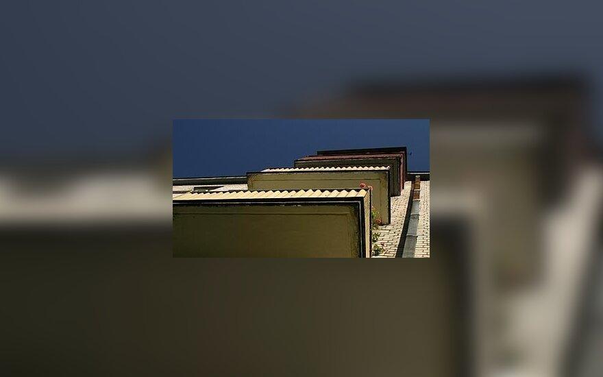В Клайпеде мужчина выпал с балкона, подозревают самоубийство