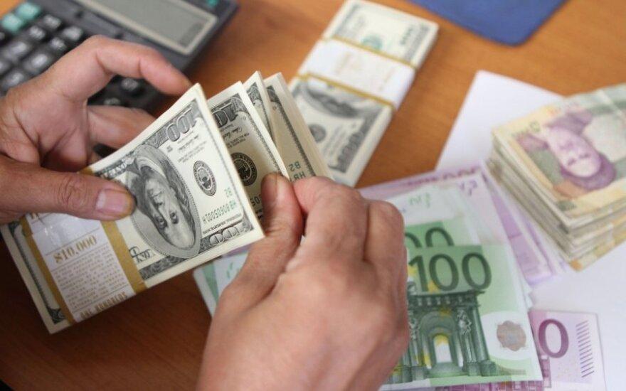 Не успели литы поменять на евро, как уже надо покупать доллары?