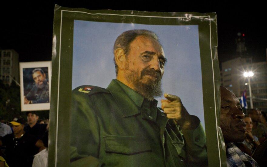 Глава МИД Беларуси оставил запись в книге соболезнований в связи со смертью Кастро
