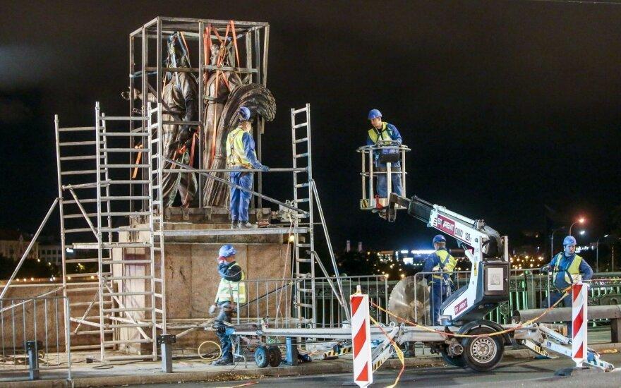 С Зеленого моста в Вильнюсе сняли последние группы скульптур