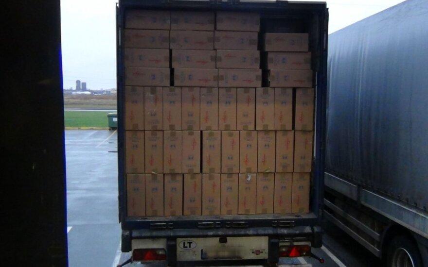 Удар по преступной группировке в Клайпеде: обнаружено свыше 3 млн пачек сигарет