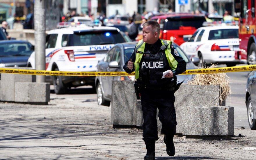 Автомобиль сбил пешеходов на тротуаре в Торонто, водитель задержан