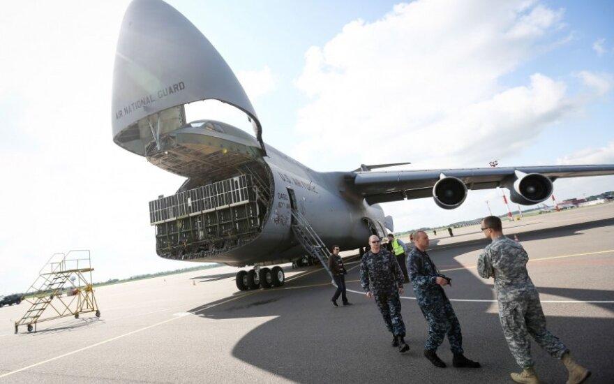 В Вильнюсском аэропорту совершил посадку военный транспортный самолет США