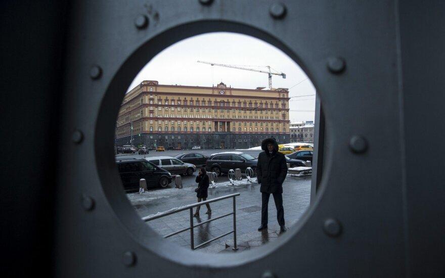 Половина россиян хотела бы устроить детей в спецслужбы. Зачем?