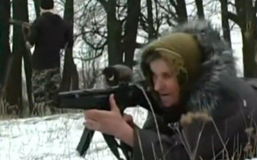 ВИДЕО: 67-летняя учительница готовится к войне с сепаратистами
