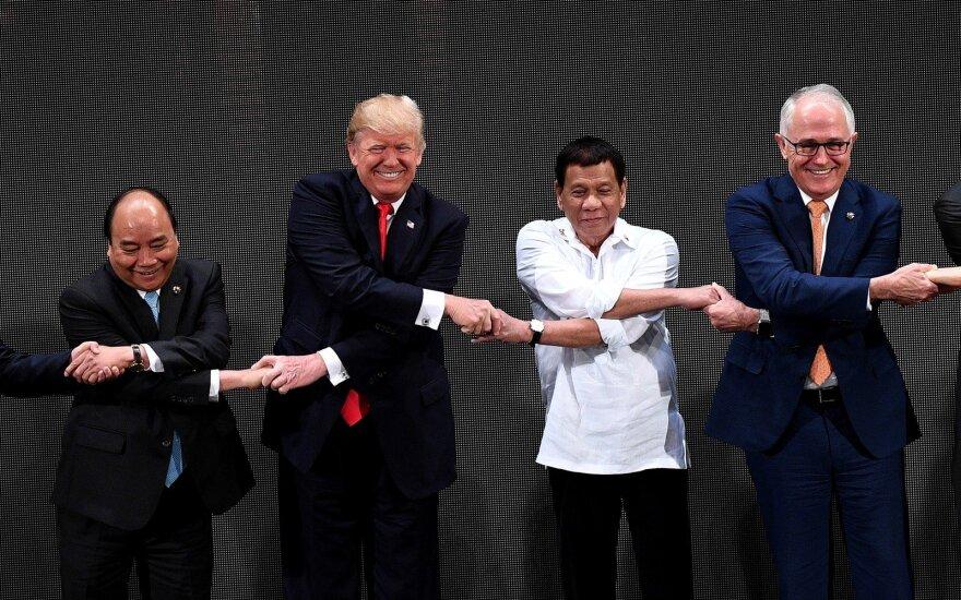 Чудачества мировых лидеров: лечение травками, мания величия и каннибализм