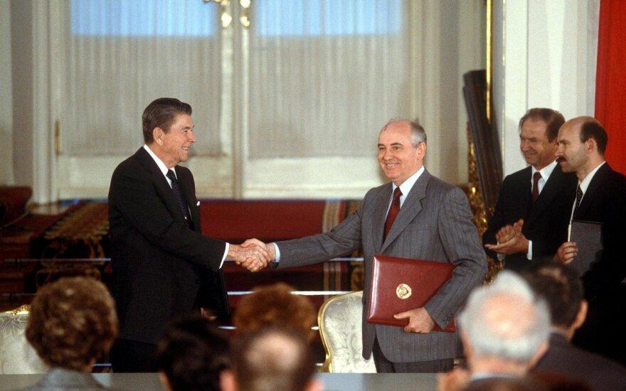 Ronaldas Reaganas ir Michailas Gorbačiovas