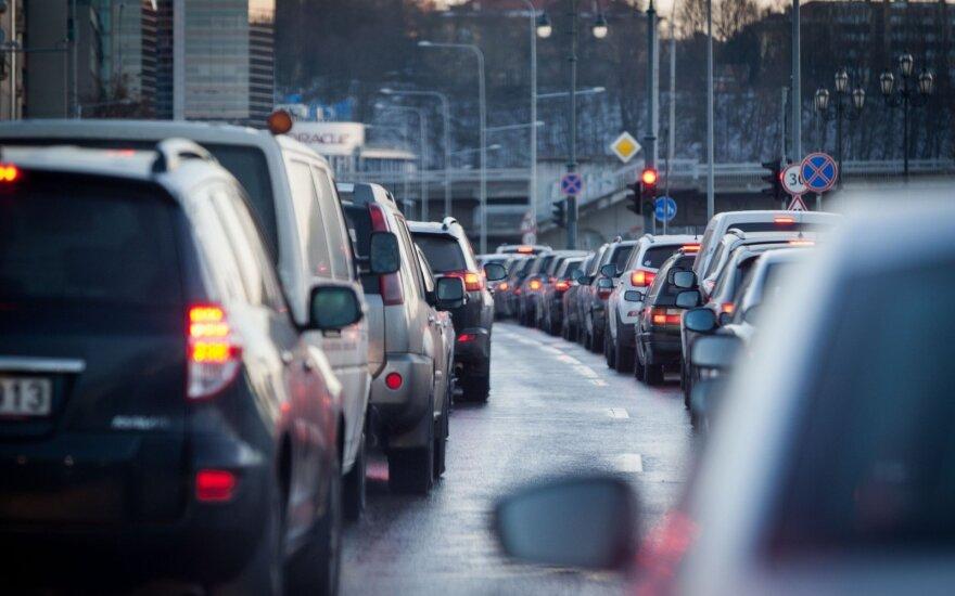 Предупреждают водителей: полиция наблюдает за движением по выделенной полосе