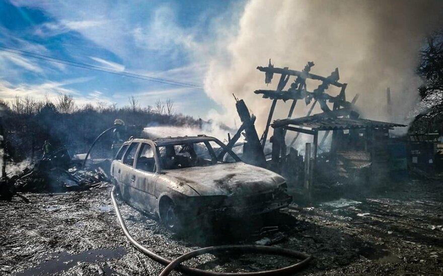 Жители снова жгут траву – 50 пожаров за день, сгорел дом и автомобиль