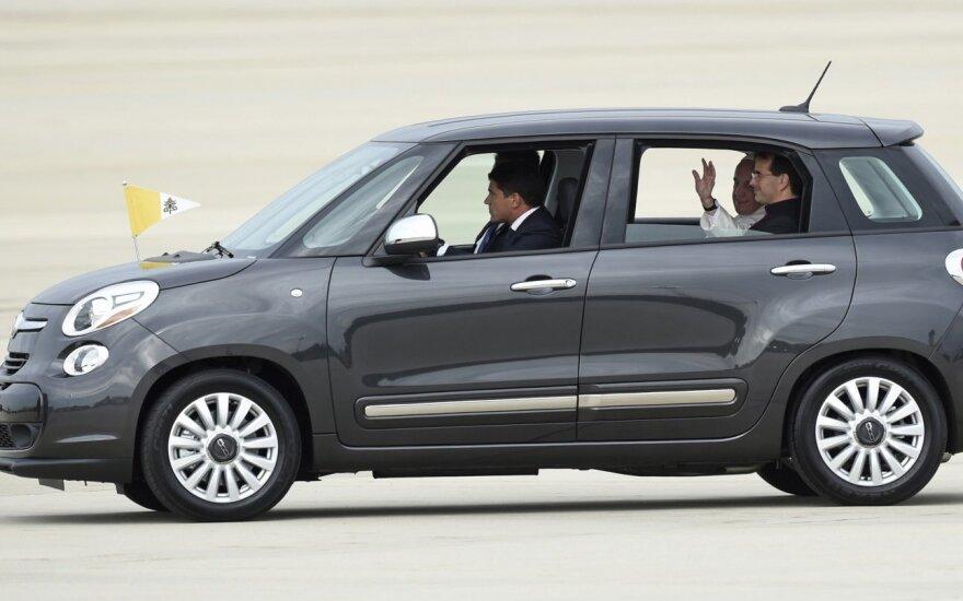 Один из автомобилей Папы римского продан за 300 тысяч долларов