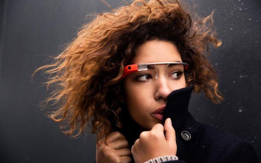 """""""Google Glass"""" akiniai"""