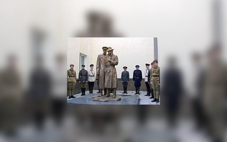 В Киеве открыли памятник Жеглову и Шарапову